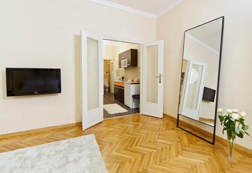 Apartmani Beograd | Apartman A20 | Strogi centar Knez Mihailova - Prva spavaća soba i pogled na kuhinju