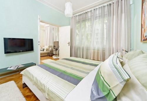 Apartmani Beograd | Apartman A9 | Strogi centar Kalemegdan - Spavaća soba i pogled na dnevni boravak