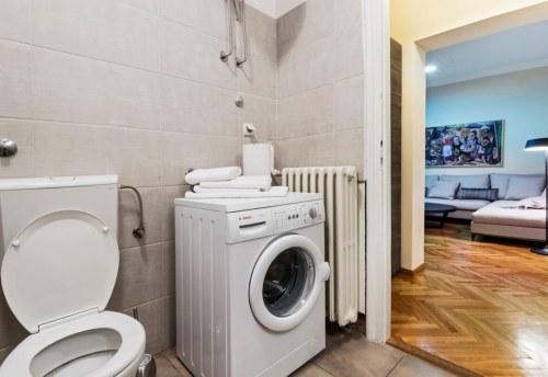Apartmani Beograd | Apartman A18 | Pešačka zona - Pogled na kupatilo i dnevni boravak