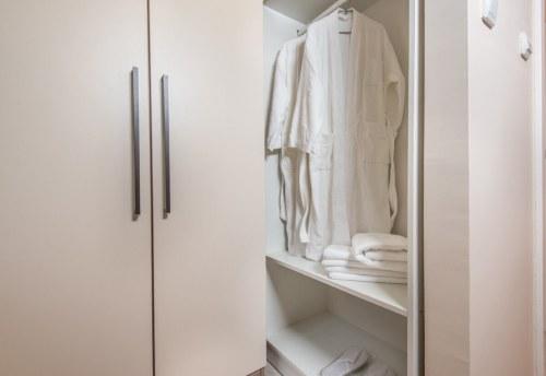 Apartmani Beograd | Lux apartmani Beograd | Apartman A31 - Ormar u spavaćoj sobi