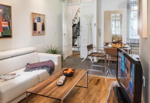 Apartmani Beograd | Pešačka zona | Apartman A12 - Dnevni boravak i pogled ka ulazu