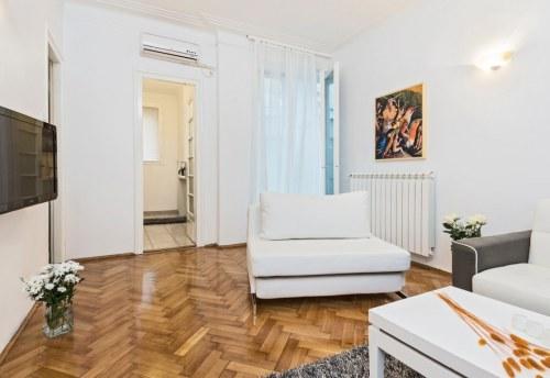 Apartmani Beograd | Strogi centar | Apartman A21 - Dnevni boravak sa pogledom na kuhinju