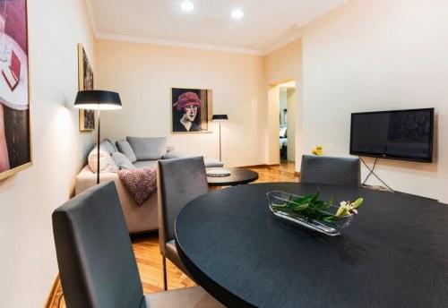 Apartmani Beograd | Apartman A18 | Pešačka zona - Trpezarijski sto
