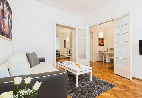 Apartmani Beograd | Strogi centar | Apartman A21 - Dnevni boravak sa pogledom na spavaću sobu i trpezariju