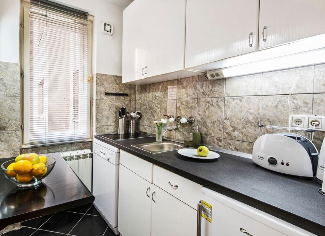 Apartmani Beograd | Apartman A19 | Strogi centar Trg Republike - Kuhinja i trpezarija