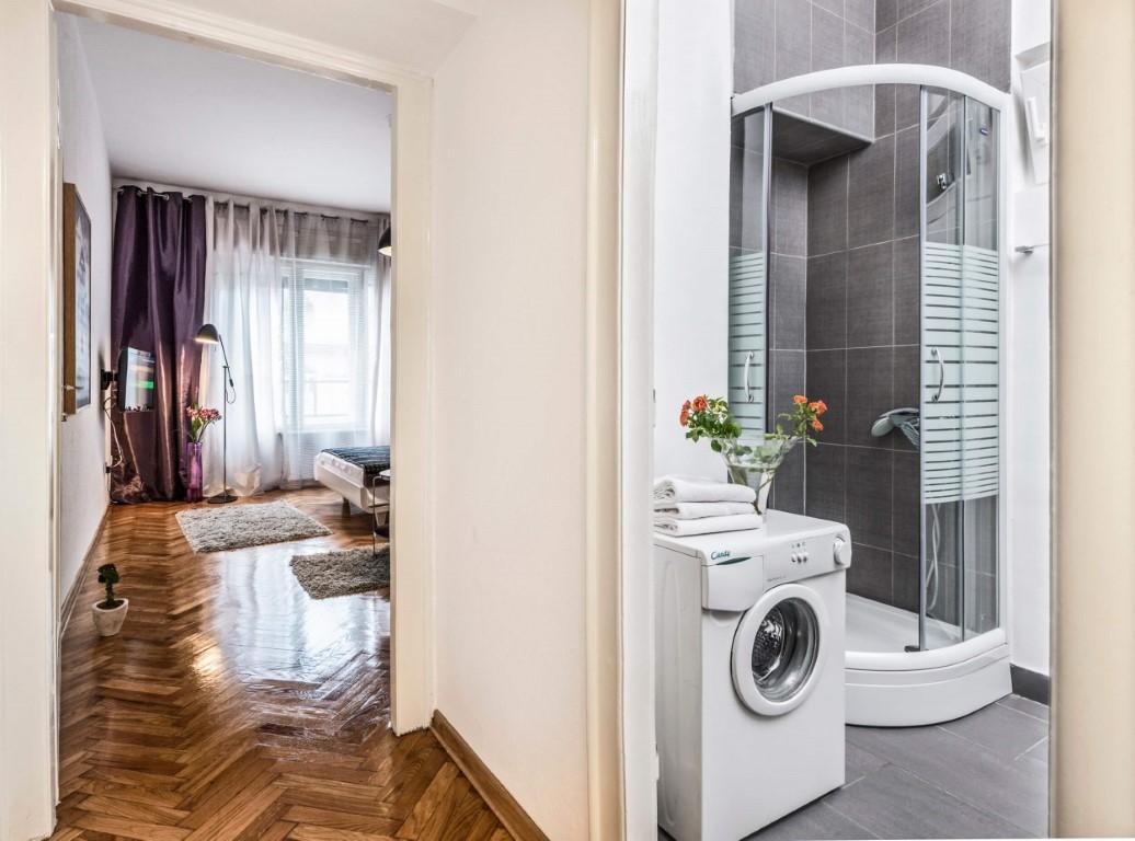 Apartmani Beograd | Apartman A16 | Strogi centar Terazije - Pogled na spavaću sobu i kupatilo