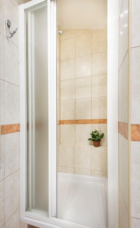 Apartmani Beograd | Povoljan smeštaj Beograd | Apartman A1' - Tuš kabina u kupatilu