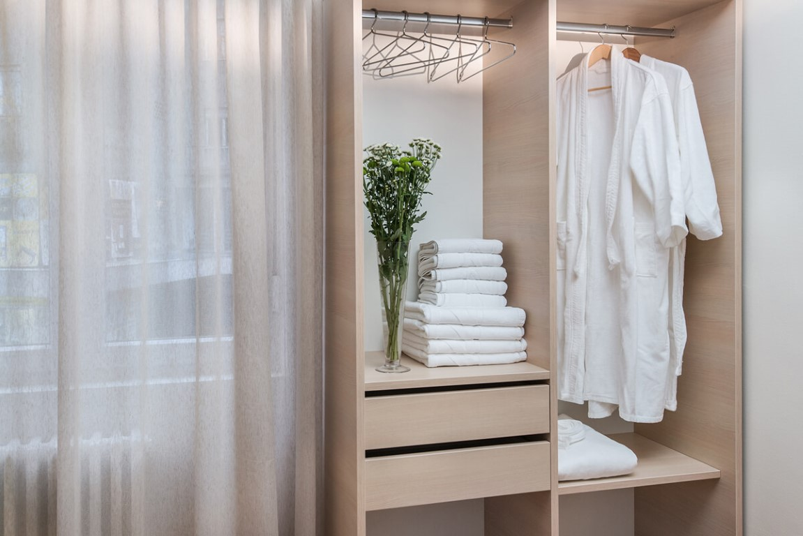 Apartmani Beograd | Smeštaj | Apartman A28 - Ormar u spavaćoj sobi