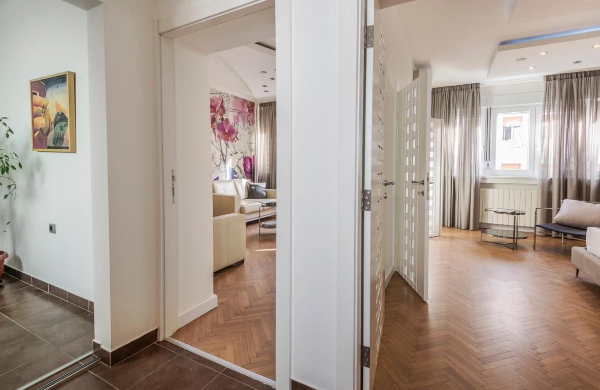Apartmani Beograd | Luksuzni apartmani Beograd | Apartman A14 - Pogled na dnevni boravak i spavaću sobu