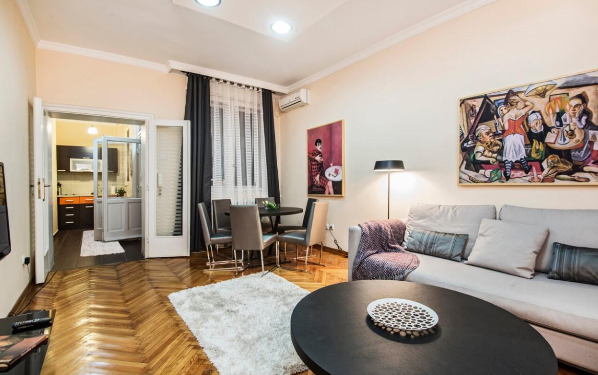Apartmani Beograd | Apartman A18 | Pešačka zona - Dnevni boravak i pogled na kuhinju